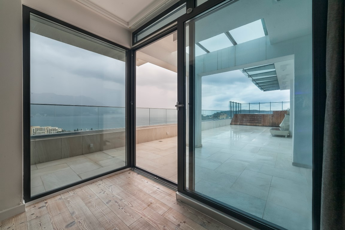Budva-Becici-–-exclusive-penthouse-apartment-with-terrace-of-150m2_05
