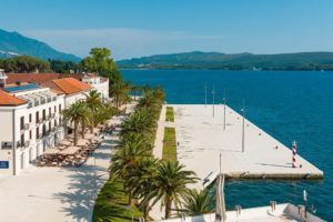 Tivat-Pine-–-exclusive-apartment-on-the-first-line-to-the-sea_11
